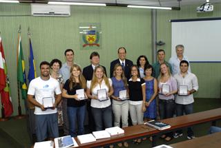 Estudantes recebem prêmio Destaques da Iniciação Científica