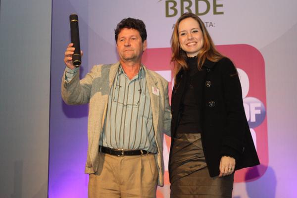 Diretor da Agecom, Moacir Loth, representou a UFSC na premiação