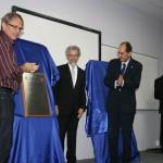 Autoridades descerram a placa da inauguração do novo campus da UFSC em Joinville.