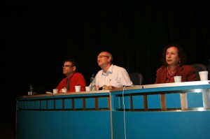 Paulo Ricardo Berton, Marcos Montysyma e Mirian Ghizoni na mesa sobre Cultura e Arte.