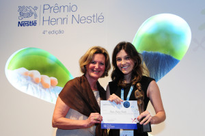 Aluna da UFSC, Isadora Martins Pontalti, vencedora da 4ª edição do Prêmio Henri Nestlé na área Ciência e Tecnologia de Alimentos. Foto: Divulgação Nestlé
