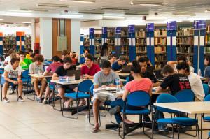 A Biblioteca Universitária (BU) está investindo mais de R$ 3 milhões na aquisição de livros solicitados em 2013 e 2014. (Foto: Henrique Almeida / Agecom / UFSC)