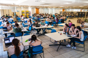 A disponibilização de  livros em meio digital também é um serviço prestado pela BU. (Foto: Henrique Almeida / Agecom / UFSC)