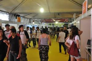 Público visita estandes da 13ª Sepex da UFSC. Foto: Wagner Behr/Agecom/UFSC