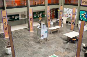 Exposição com obras de arte e citações ficou exposto no hall do CFH