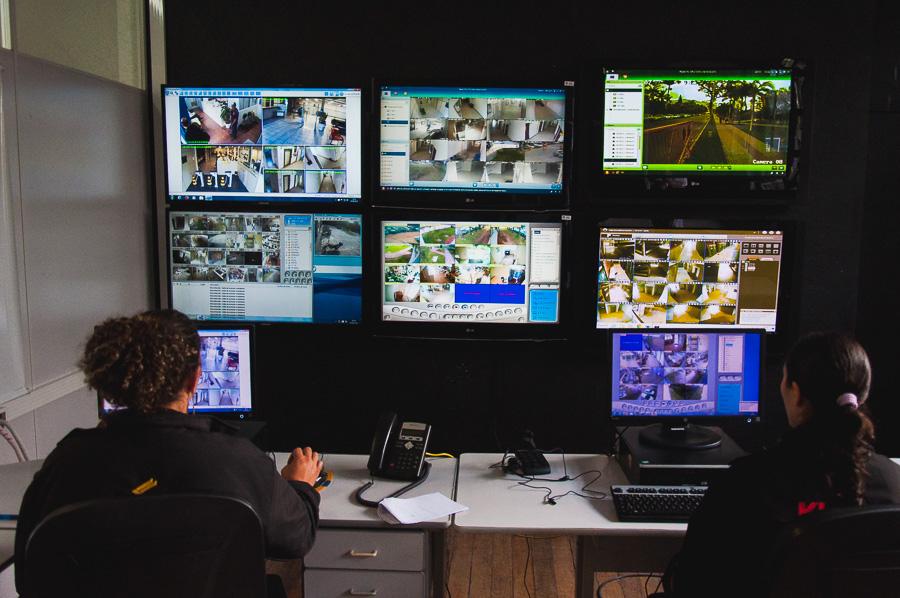 O sistema de videomonitoramento funciona 24 horas e monitora as cerca de 1.300 câmeras instaladas na Universidade. Foto: Jair Quint/Agecom/UFSC
