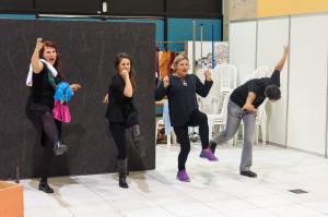 Antes da cerimônia, foi apresentada uma peça de teatro no saguão - Foto: Henrique Almeida
