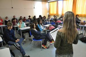 Os estudantes tiveram de 15 a 20 minutos para apresentar os resultados parciais de suas pesquisas, que serão concluídas em junho.