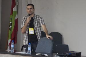 Representante do Centro de Araranguá apresenta ações. Foto: Ítalo Padilha/Agecom/UFSC