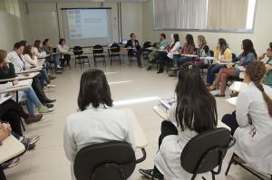 Atividades do Programa de Residência Multiprofissional envolvem aulas expositivas sobre temas relacionados a saúde