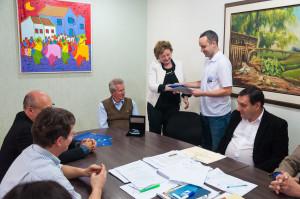 Homenagem a Felipe Vieira no gabinete do reitor. Foto: Henrique Almeida/Agecom/UFSC