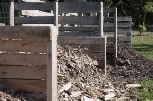 A composteira, localizada próximo ao refeitório da escola, recebe diariamente resíduos orgânicos da comunidade escolar. (Foto: Ítalo Padilha/Agecom/UFSC)