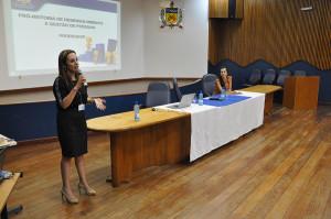 Pró-reitora de Gestão de Pessoas, Carla Búrigo apresenta a estrutura da Prodegesp aos novos técnicos. (Foto: Ítalo Padilha/Agecom/UFSC)