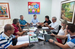 Reitor recebe relatório Inventário UFSC 2017. Foto: Caetano Machado