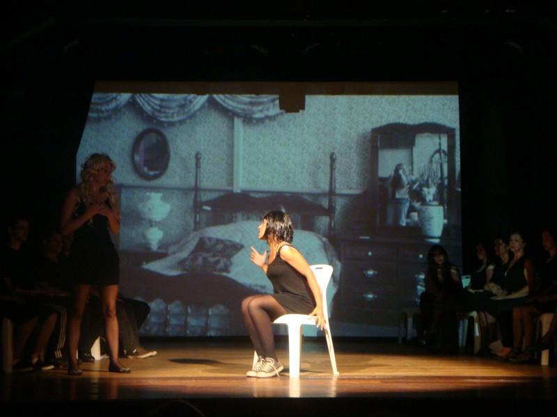 Oficina Permanente de Teatro do DAC em apresentação para comunidade, WEB800 2
