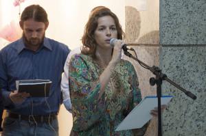 Veridiana Bertelli, uma das idealizadoras e curadora da exposição. Foto: Ítalo Padilha/Agecom/UFSC.
