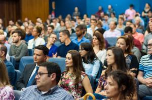 Cinquenta novos servidores foram empossados: 47 TAES e três docentes. Foto: Henrique Almeida/Agecom/UFSC