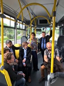 Apresentação dos projetos da Fotovoltaica durante viagem no e-bus solar da UFSC. (Foto: Lincoln Fernandes/UFSC)