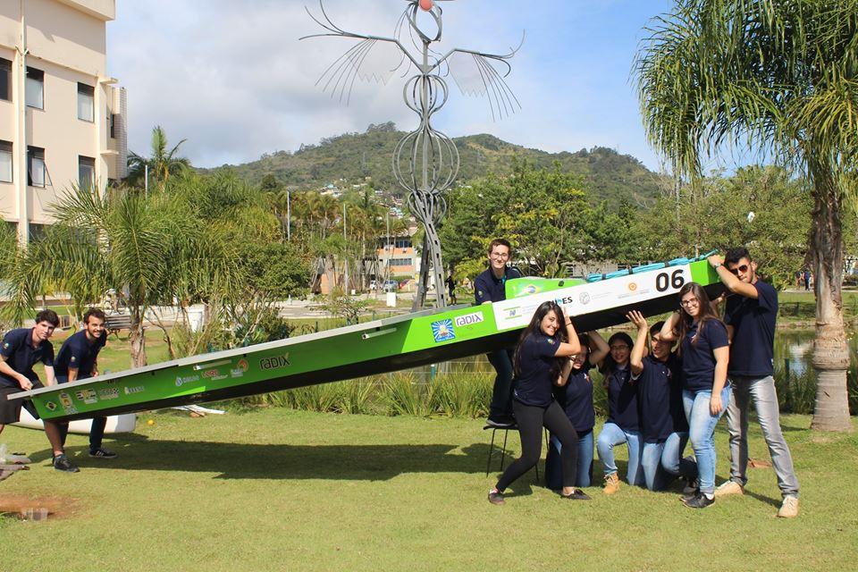 Equipe da UFSC cria embarcações movidas por energia solar