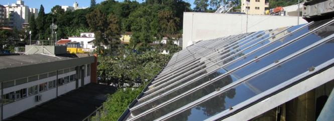 Projeto do Grupo Fotovoltaica-UFSC teve início em 2009. Na foto, placas instaladas na universidade para captação de energia solar. Foto: Bianca Quadros, Fotovoltaica-UFSC