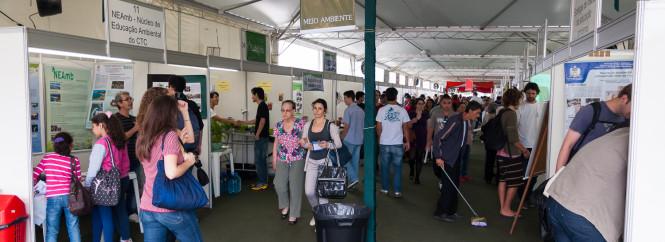 Estandes da 12ª SEPEX, realizada em outubro de 2013. Foto: Henrique Almeida / Agecom / UFSC