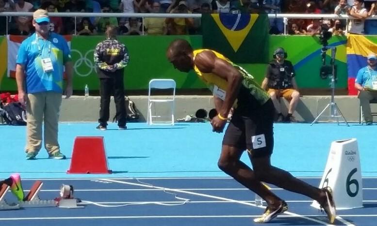 De azul o senhor Walmor Battistotti e a frente, o atleta Usain Bolt. Foto: Divulgação